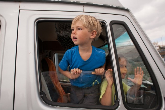 2-roadtrip-camion-grece-famille-fotovertical
