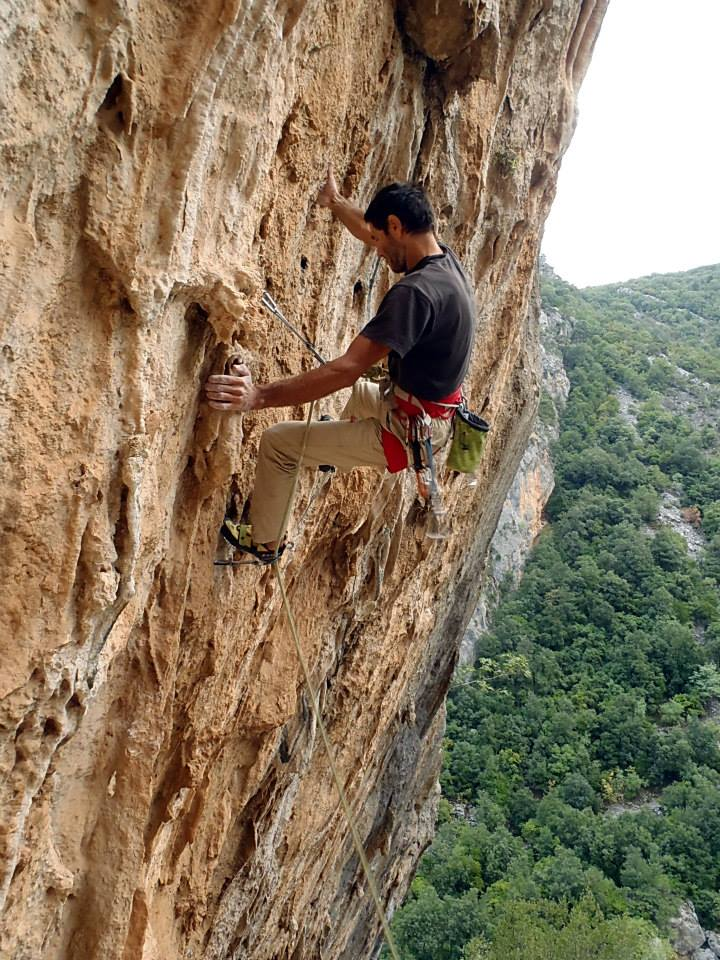 Yiannis Torelli climbing at sector Limeri in Leonidio. Photo: Yiannis Metaxotos