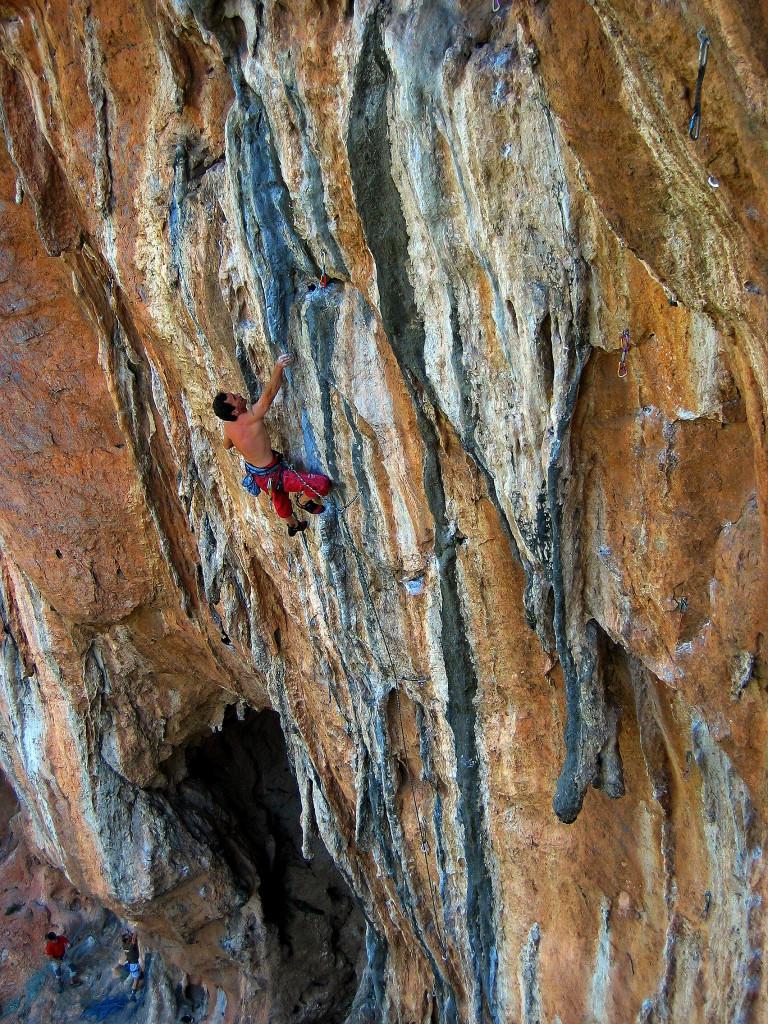 "George Koutsoukis pinching on ""Protaprilia"" 7a+, sector Mavrosouvala. Photo: Aris Theodoropoulos/Climb Greece"